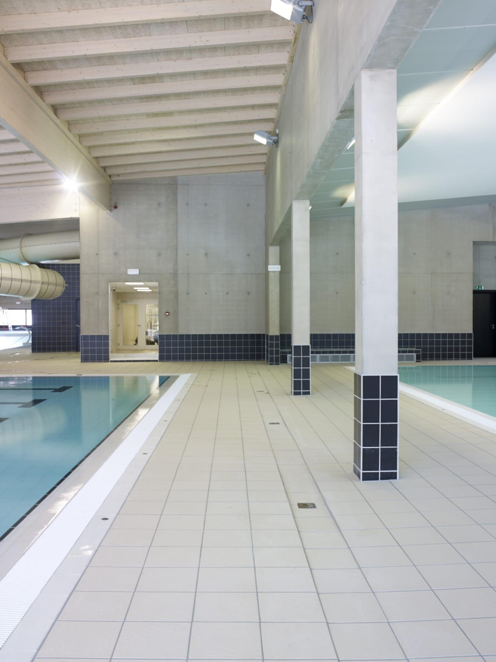 Zwembad poperinge realisatie bouwbedrijf furnibo nv - Omgeving zwembad ontwerp ...